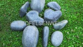 Sortiment kleine Steine. Sehr dekorative 10 Stück kleine Steine in 5 verschiedenen Formen