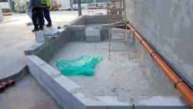 Becken aus Rohdecke und Mauerwerk