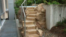 aus dem fels gearbeitete treppe (gfk)