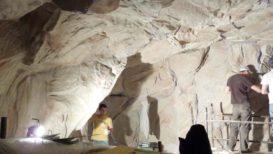 gestaltung urzeitliche höhle ...
